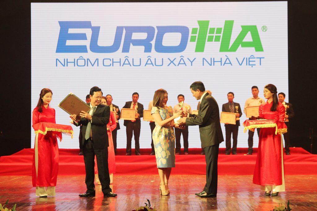 euroha-dat-giai-thuong-thuong-hieu-nhan-hieu-tieu-bieu-nganh-xay-dung-do-ban-doc-bao-xay-dung-binh-chon-02