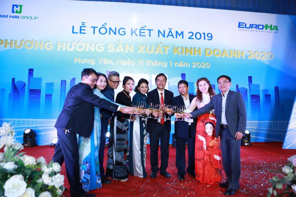 nam-hai-to-chuc-le-tong-ket-nam-2019-phuong-huong-san-xuat-kinh-doanh-nam-2020-vinh-danh-va-trao-chung-nhan-dai-ly-04