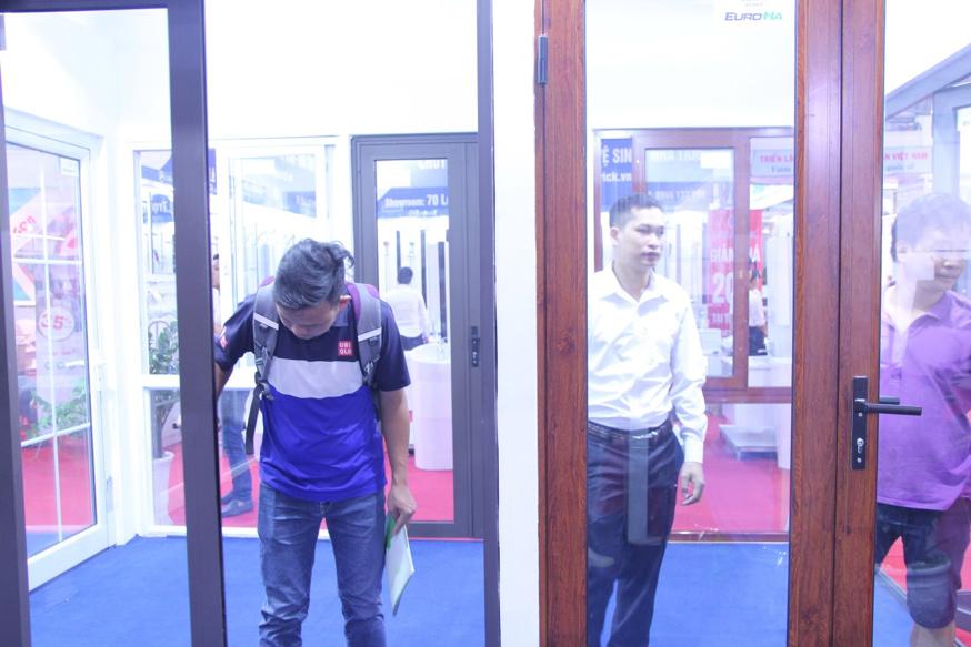 ngay-thu-2-cua-vietbuild-phong-kinh-doanh-hoat-dong-500-nang-suat-07