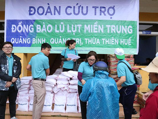 hanh-trinh-thien-nguyen-cua-nam-hai-group-huong-ve-mien-trung-th-n-yeu-dung-ch-n-tai-thua-thien-hue-2