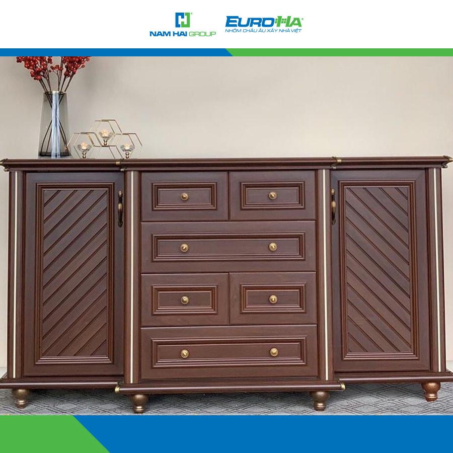 Mẫu tủ đựng đồ được làm từ nhôm hệ nội thất với 2 ngăn tủ lớn, 2 ngăn tủ nhỡ và 4 ngăn tủ nhỏ tiện lợi